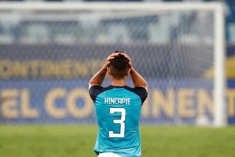 Piero Hincape de Ecuador tras el partido inaugural ante Colombia en la actual Copa América.  Sí, perdieron 1-0.
