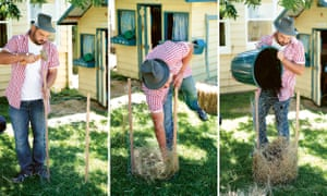 The three first steps of building the spud tower – driving the stakes into the ground, creating a chicken mesh enclosure, lining it with straw and then adding compost.