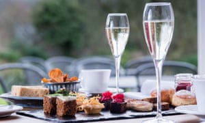 Tow glasses of prosecco and a plate of dainty sweets at The Swan at Hay Hotel.