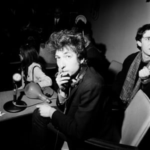 Bob Dylan meets the media at the 'lightbulb' press conference, April 1, 1965