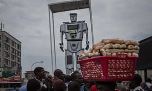 Crowds at the presentation ceremony of three new robots that were recently installed in Kinshasa to help tackle the hectic traffic usually experienced in the capital. The new robots are equipped with cameras that allow them to record traffic flow.