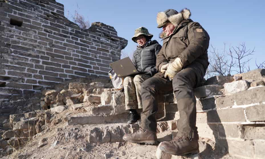 Ray Mears with Huang Qiaowen from Bring the Leopard Home project on The Great Wall of China.