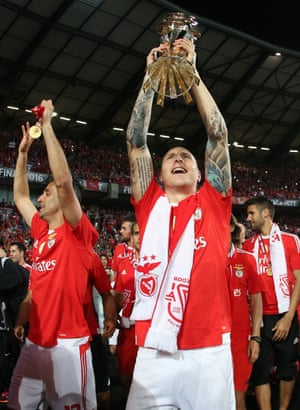 Victor Nilsson Lindelof celebrates with after winning the Portuguese League Cup in May 2016.
