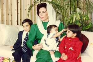 Bilawal Bhutto Zardari with his mother Benazir Bhutto and sisters Bakhtawar and Aseefa