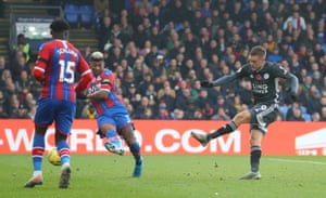 Vardy scores Leicester's second.