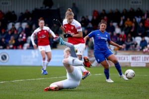 Miedema gets one back for The Gunners.