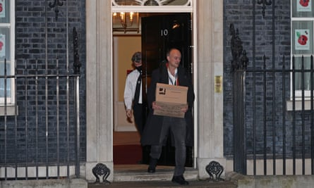 Dominic Cumming leaving no 10 with a cardboard box