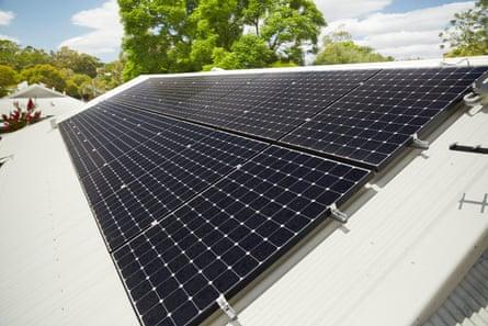 Système solaire photovoltaïque sur le toit.