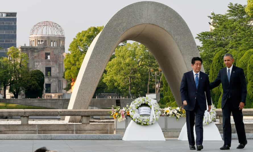 Obama and Abe, in front of the cenotaph at the Hiroshima Peace memorial park