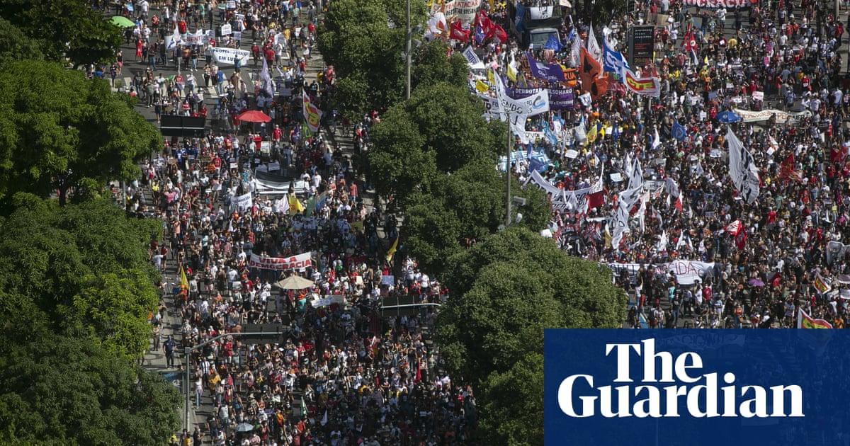 Tens of thousands of Brazilians march to demand Bolsonaro's impeachment