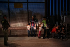 Hidalgo, Texas, US: Migrant families from Honduras turn themselves in to the US Border Patrol to seek asylum after an illegal crossing of the Rio Grande