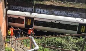 Train stuck near Clapham Junction after power cut