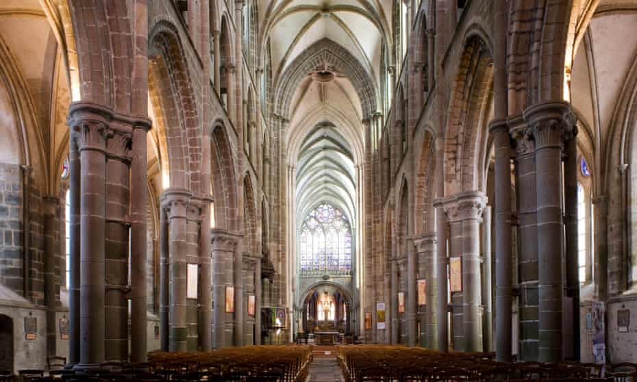 Monument Maker is structured as a cathedral, the reader moving through books entitled 'Nave', 'Transept', 'Apse' and 'Choir'.