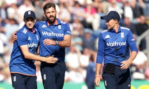 Liam Plunkett celebrates taking the wicket of Seekkuge Prasanna caught by Willey.