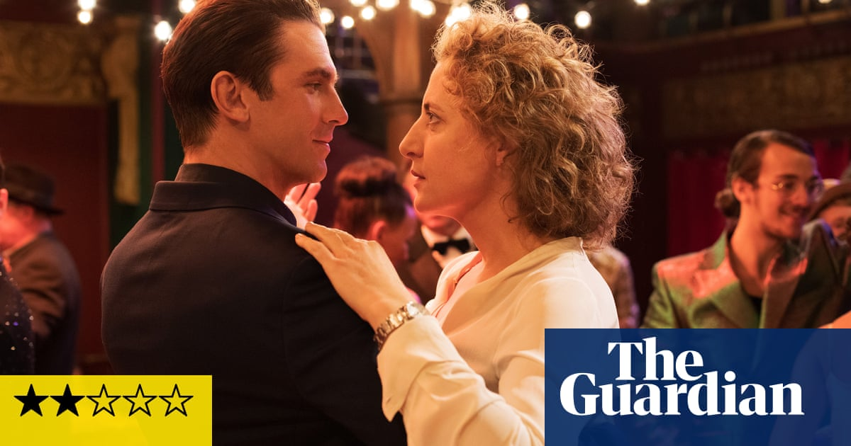 I'm Your Man review – Dan Stevens is the perfect date in android romance