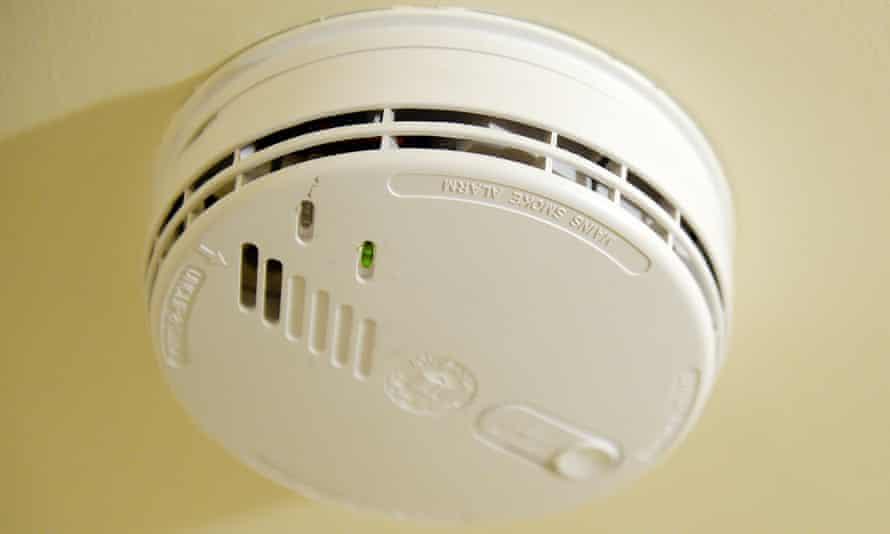 Mains powered domestic smoke alarm