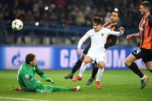 Roma's Cengiz Ünder, in white, hits the ball against against Shakhtar Donetsk's goalkeeper Andriy Pyatov and the visitors have the lead.
