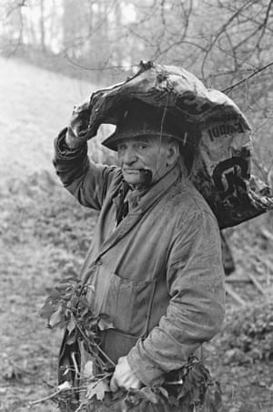 Archie Parkhouse with Ivy for Sheep, Millhams, Dolton, 1975