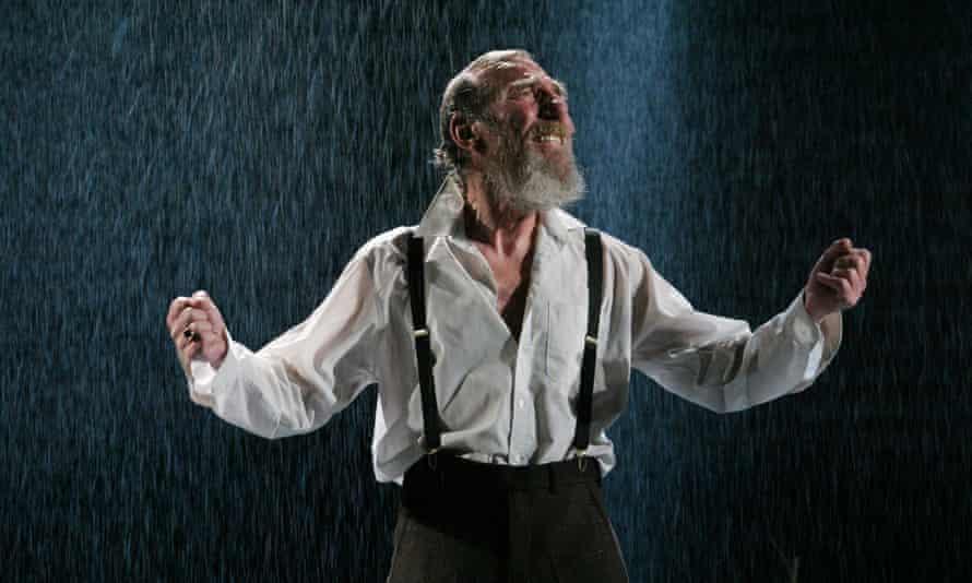 Pete Postlethwaite as King Lear.