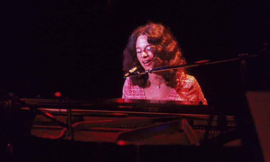 Carole King performing at Greek theater, Los Angeles, 18 August 1971