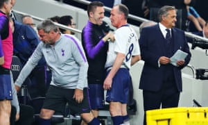 Paul Gascoigne and Robbie Keane share a joke on the touchline before the Englishman's introduction.