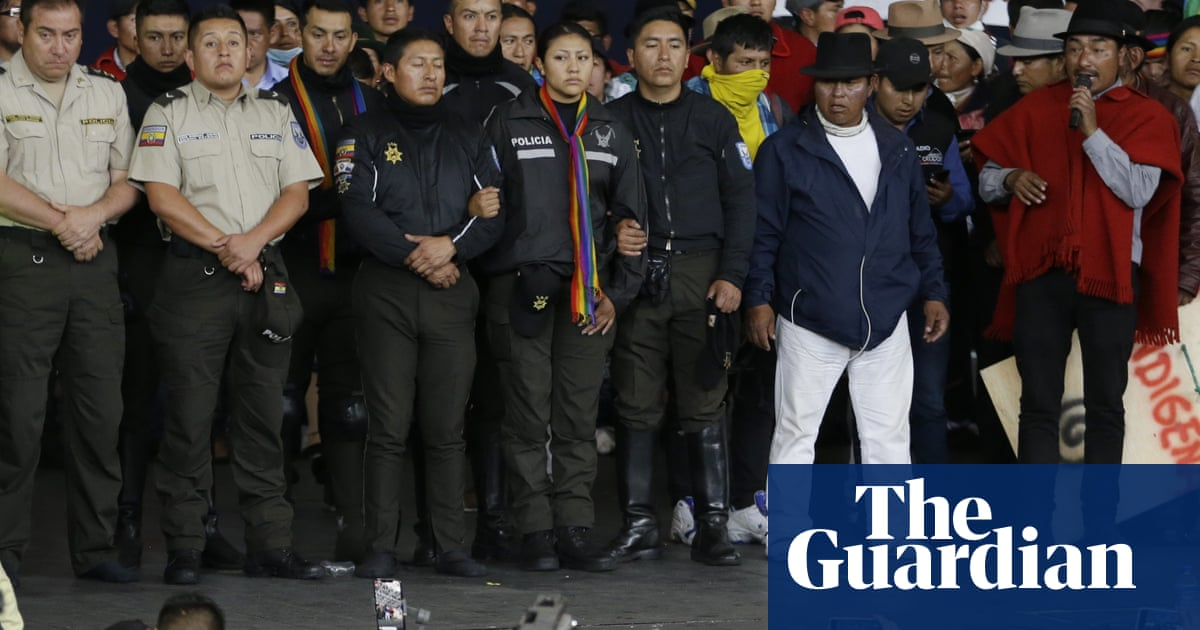 Ecuador: defiant protesters parade captured officers as unrest drags on