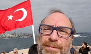 Jimmy Wales with the Turkish flag
