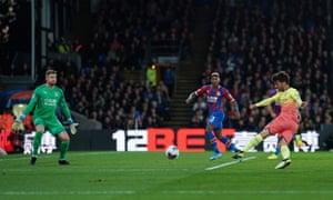 David Silva scores Manchester City's second goal past Crystal Palace's Wayne Hennessey.