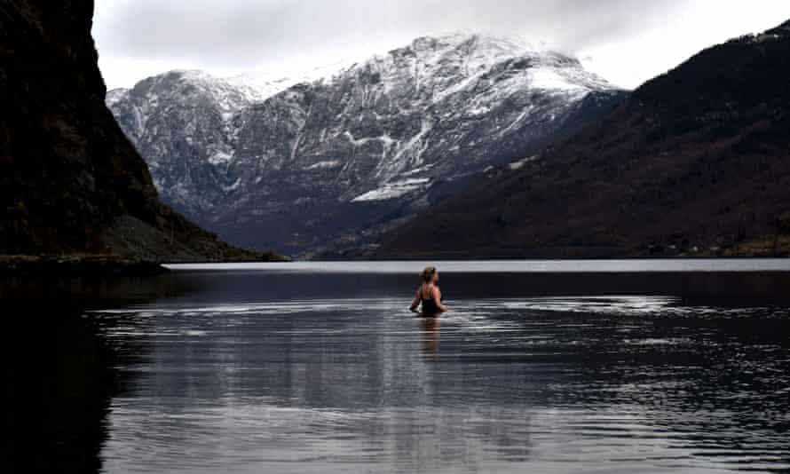 Jannet Aksnes swimming in Aurlandsfjord