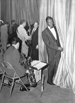 "Nat ""King"" Cole on stage after being attacked, 10 April 1956."