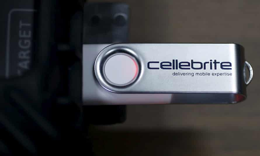 USB attached to Cellebrite UFED TOUCH device