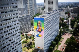A mural representing the 'Mona Lisa' by Spanish street artist Oscar Okuda