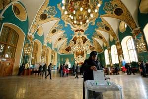 A voter casts her ballot at Moscow Kazanskaya railway terminal