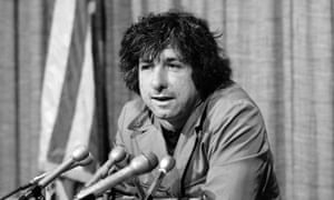 Tom Hayden in 1973 telling newsmen in Los Angeles he believed public support was partly responsible for the decision not to send members of the Chicago Seven to jail.