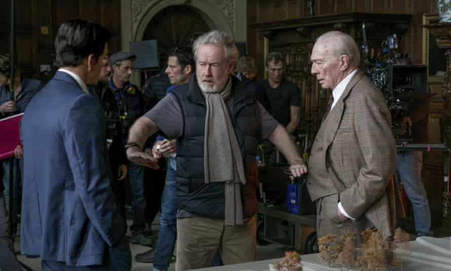 Ridley Scott, with Mark Wahlberg (left) Christopher Plummer (right), on the set of All the Money in the World.