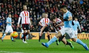 Sergio Agüero scores for Manchester City.