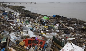 Plastic on the shore of the Thames