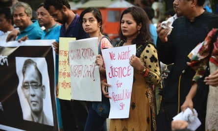 Bangladeshi protesters and form a human chain during a demonstration against the killing of a university professor in Dhaka on 29 April, 2016. The latest victim in a spate of killings has been a Buddhist monk.