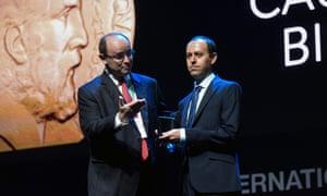 Caucher Birkar receives the Fields medal in Rio de Janeiro on 1 August.