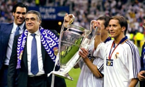 Lorenzo Sanz with Michel Salgado after Real Madrid's victory against Valencia in the 1999-2000 Champions League final