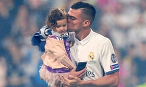 Pepe and his daughter, Emily, the day after the Champions League final against Juventus, during the celebration at the Bernabéu – his Real Madrid farewell