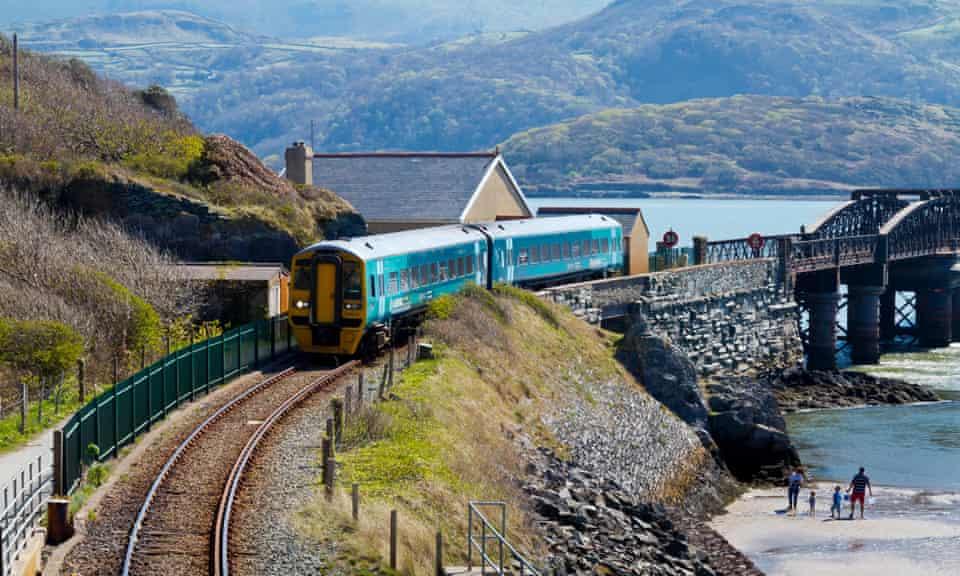 Arriva passenger trainat Barmouth Bridge