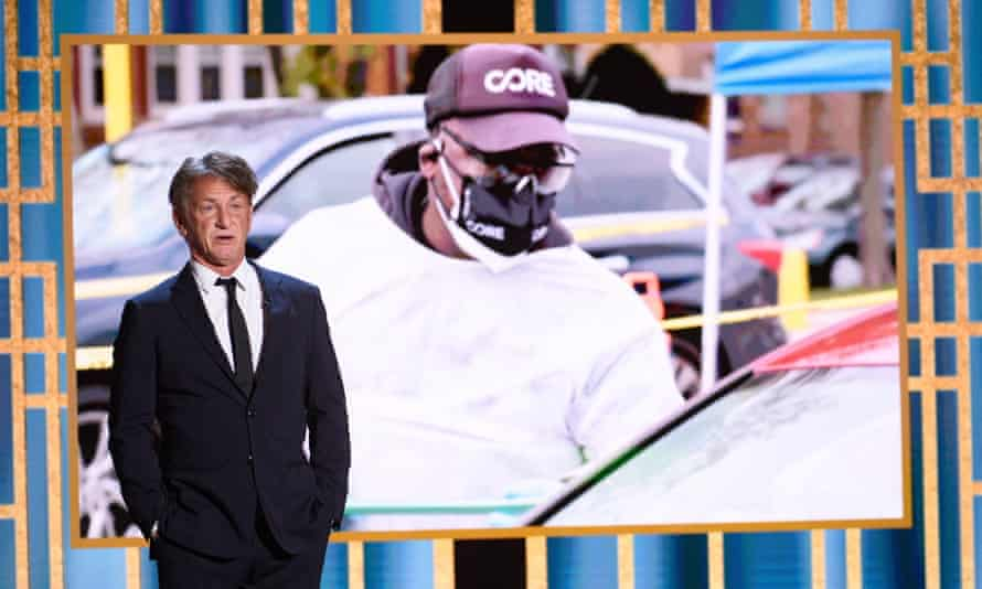 Sean Penn promoting his charity Core at the 2021 Golden Globe awards.