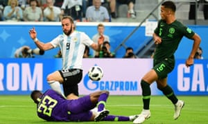 b8f04c54653 Gonzalo Higuaín retires from Argentina duty with final swipe at his critics
