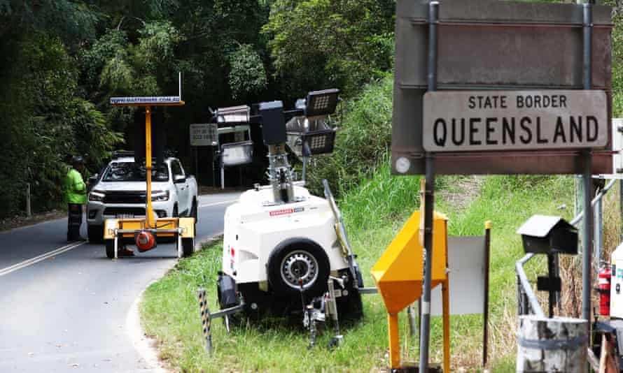 A car is stopped at Tomewin, on the Queensland-New South Wales border