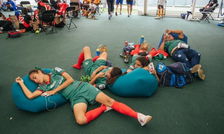 The Mexico women's team rest