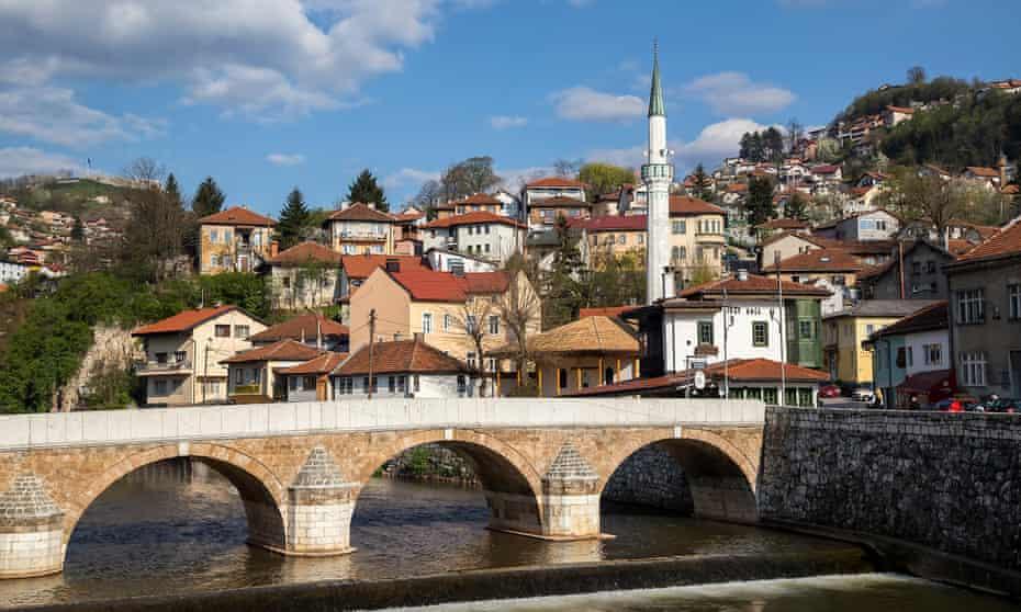 Crossing the divide: Seher-Cehaja bridge, over the Miljacka river.