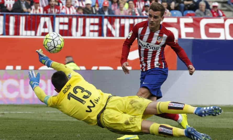 Antoine Griezmann chips over Real Betis goalkeeper Antonio Adán to score for Atlético Madrid.