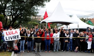 Supporters of former president Luiz Inácio Lula da Silva protest in front of federal police headquarters.