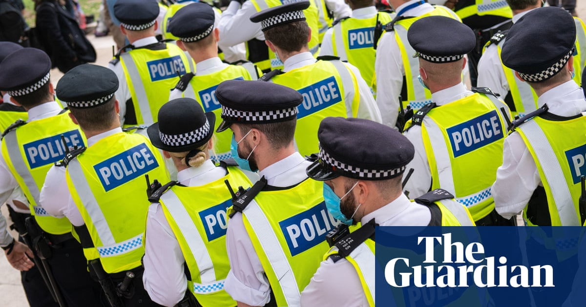 Fewer than one in 10 police officers fired after gross misconduct finding - the guardian